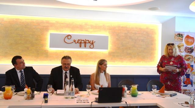 A Creppy Center megnyitójával egybekötött sajtótájékoztató előadói: Veres Pál Miskolc polgármestere, Miskolc jegyzője, Oszlánczi Réka tulajdonos és Terdik Adrienne PR-tanácsadó. Helyszín Info 2020.